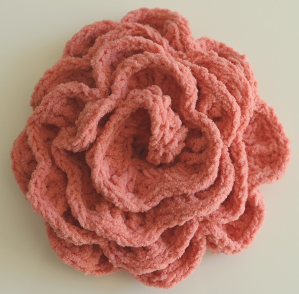 crochet rose with tiny blanket yarn